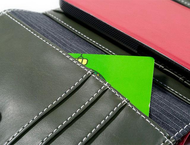 da22a41c97 右側にはカードが収納できるポケットが3つ、さらにレシートなどを収納できる広めのポケットがありま。 06.jpg. iPhoneケースのある中央部分にも  ...