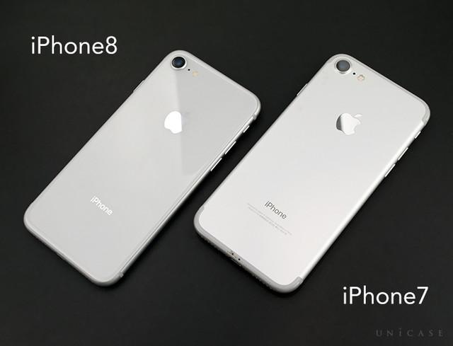 3cd2a6284c iPhone7と違い、背面はホワイトに近いカラーにみえます。 また、実際に端末を持ったときも今までのアルミとは違う持ち心地です。